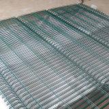 50*200мм с покрытием из ПВХ сварной проволочной сеткой ограждения
