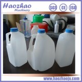 Una botella de agua del galón que hace la máquina