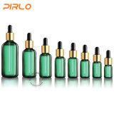 Frasco de petróleo essencial do vidro com um Variey dos tampões