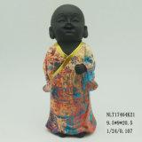 Fijación de la escultura del monje del bebé de la estatua del monje budista