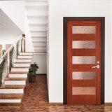 باب داخليّ خشبيّة مع تصميم واضحة زجاجيّة
