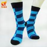 Massengroßhandelszoll trifft Baumwollgeschäfts-Socken für die Mann-Socken hart, die Maschine herstellen