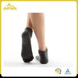 Non chaussettes de Pilates de yoga de dérapage de glissade avec des adhérences