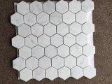 Mattonelle di mosaico di vetro bianche per la cucina e le mattonelle selezionate dorate di esagono delle mattonelle della parete del mosaico