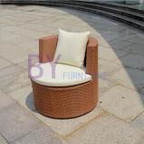 Vector y silla empilados cómodos de la rota del PE del balcón al aire libre del jardín