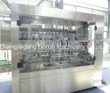 Варить машинное оборудование разливая по бутылкам завода пищевого масла заполняя