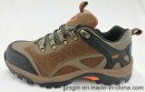Hommes en cuir de sûreté montant les chaussures extérieures