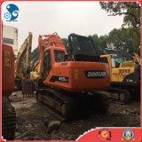 Condiciones de funcionamiento bastante original de bajo precio de la excavadora Doosan 220-7 pistón hidráulico en stock