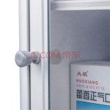 Большой шкаф скорой помощи размера установленный стеной с стеклянной дверью