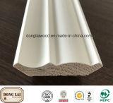Soffitto di legno innescato bianco di superficie di legno della fabbrica