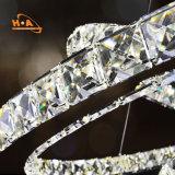Elegante, moderno de tres anillos de luz colgantes de cristal