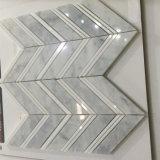 Qualitäts-Carraraweißer Fishbone-geformte Marmorsteinmosaik-Fliese
