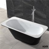 黒く支えがない固体表面の浴室のシャワーの浴槽