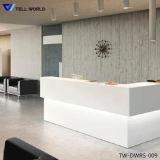백색 싱크대 똑바른 모양 수신 테이블