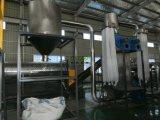 Verwendeter Mineralwasserflasche HAUSTIER Plastik, der Zeile aufbereitend sich wäscht