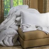 品質のガチョウの羽毛布団のホテルのベッドのキルト
