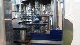 Машина продукции полноавтоматической вполне воды бутылки любимчика чисто заполняя
