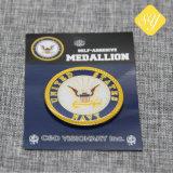 Comercio al por mayor de promoción personalizada Regalo Desafío Hard Soft enamel Badge Prendedores