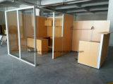 Het Werkstation van het bureau met de Verdeling van het Aluminium