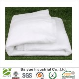 庭の毛布か覆いとして使用される人工的な雪毛布