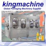 Máquina de rellenar líquida automática llena del zumo de manzana