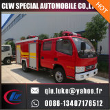 4*2水泡の消火活動のトラック