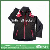 余暇は連結のSoftshellのコートの冬のジャケットを暖め、