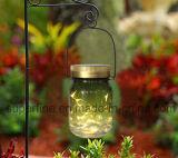 Im Freienglas, das Solarlichter für Dekoration hängt