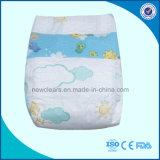 柔らかく眠い綿の使い捨て可能な赤ん坊のおむつの大人のおむつ