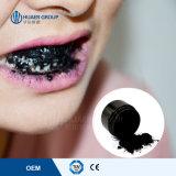 Los dientes más nuevos del polvo que blanquean el polvo con el polvo activado del carbón de leña