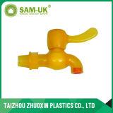 Fatto nel colpetto di plastica della Cina per il rifornimento idrico