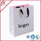カラー折りたたみによってカスタマイズされる紙袋の買物をする紙袋の印刷のロゴ