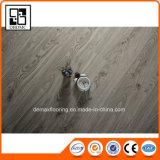 D'intérieur Using le plancher de luxe imperméable à l'eau auto-adhésif de planche de vinyle