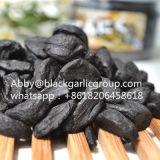 工場供給の食品等級の皮をむかれた黒いニンニク