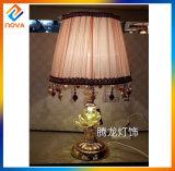 Moderner Art-Gewebe-Farbton 110-240V steuern dekorative Hotel-Tisch-Lampe automatisch an