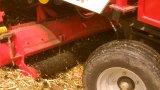 큰 탱크를 가진 옥수수 결합 껍질을 벗김 그리고 채집 기계