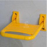 Держатель стены сложил стул табуретки ливня штуцера ванной комнаты выведенный из строя/пожилой ванны
