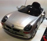 Kinder genehmigtes BMW fahren auf Auto-Spielzeug