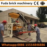 Béton manuel enclenchant la brique pleine de machine à paver rouge faisant la machine
