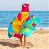 Cute Design Printing Kids Poncho pour l'utilisation de la plage et du bain