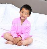 Anpassen des Towelling Bademantels für Kind
