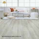 Texture desserrée résistante UV en bois de plancher de vinyle de configuration de qualité