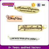 Logotipo de metal estampado Ouro personalizada gravada encanto de etiqueta de jóias por grosso