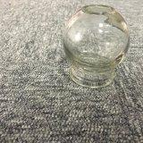 Choc mettant en forme de tasse en verre clair de médecine
