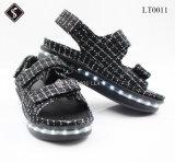 우연한 단화가 아름다운 여자 샌들 LED 가벼운 단화 격자 무늬 옷 샌들에 의하여 구두를 신긴다