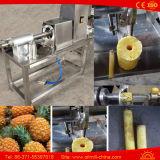 Hand Ananas die de Kern die van het Schilmesje uitboren Machine verwijderen