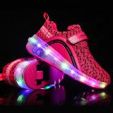 熱い販売の子供LEDの車輪のローラーの靴のスケートは靴をつける