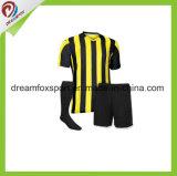 Оптовые выполненные на заказ формы футбола полиэфира сублимации краски рубашки футбола