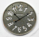 Reloj de pared viejo y industrial antiguo del metal del estilo
