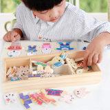 La famiglia di legno del coniglio di puzzle del bambino veste in su i giocattoli educativi dei giochi di puzzle per i capretti dei bambini